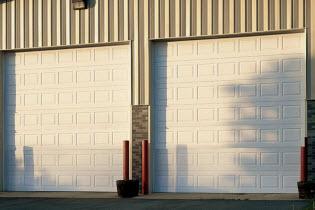 thermacore-sectional-door-594-model.jpg